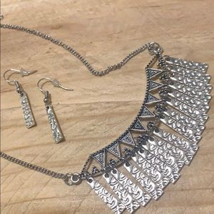 Jewelry - ❤️Necklace W/ Matching Earrings Special❤️